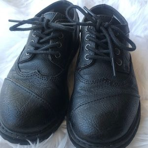 Boys 13.5 TOMS dressy shoes - like new!